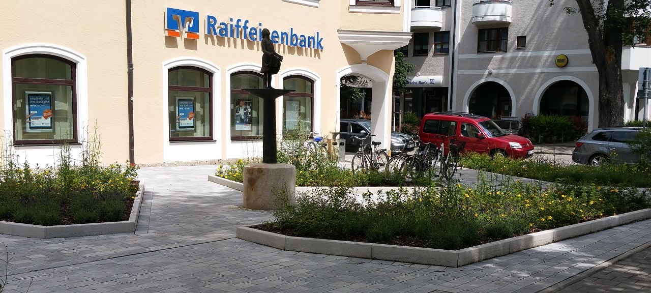 Raiffeisenbank Erding – Vorplatz