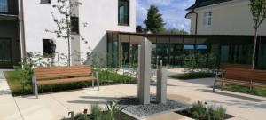 Brunnen aus Granit-Stelen